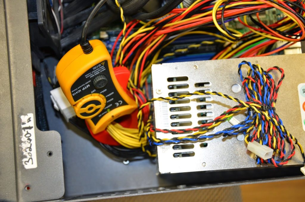 Clamp meter placed around the 12V lines that run to the HDDs